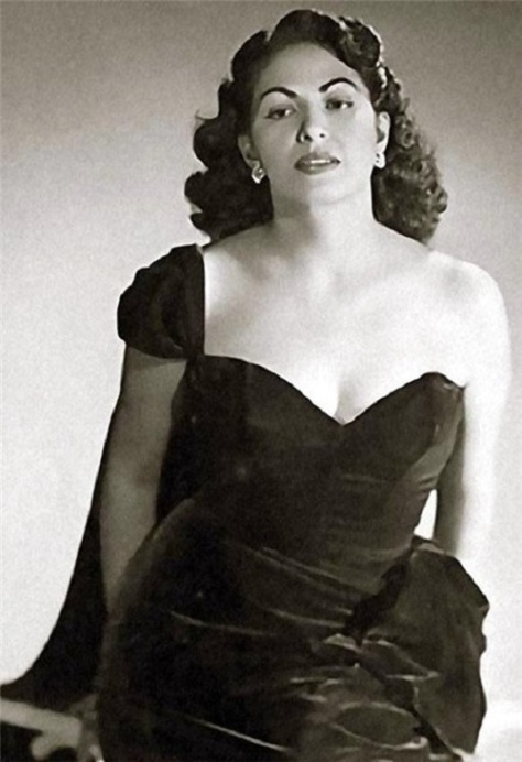 Nhạc sĩ Consuelo Velazquez.