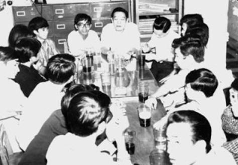 Trường Kỳ bắt đầu nghề cầm bút - Báo Kịch Ảnh, 1964.