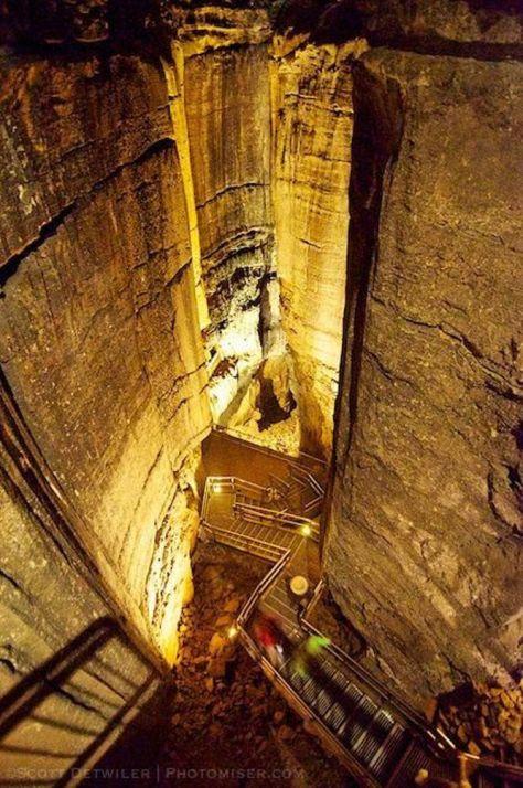Từ khoảng đoạn giữa nhìn xuống cầu thang 440 bậc này. (Ảnh của Scott Twiller)