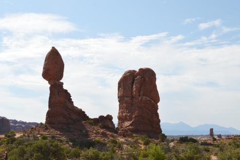 The Balance Rock, trên đường đến The Windows.