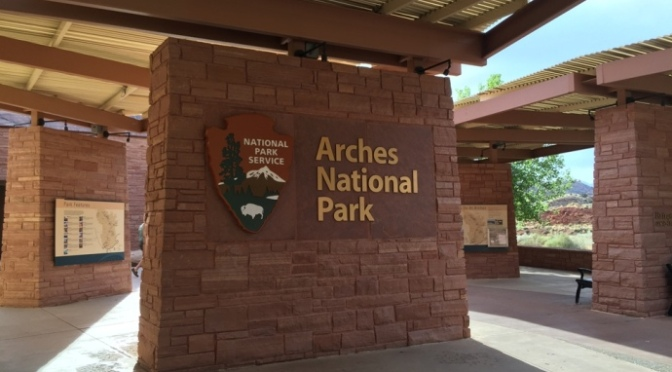"""ẢNH SINH HOẠT HẰNG NGÀY – Từ Đông sang Tây – Công Viên Quốc Gia """"Arches National Park"""""""