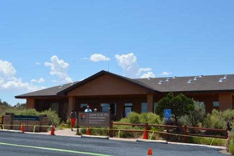 Canyonlands Visitors Center (Trung Tâm Phục Vụ Du Khách).
