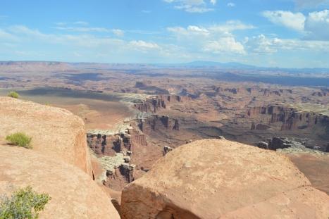 Góc trái White Rims Canyons cân cảnh.