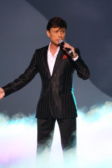 Ca sĩ Tuấn Ngọc.