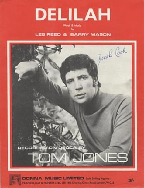 Ca sĩ Tom Jones.
