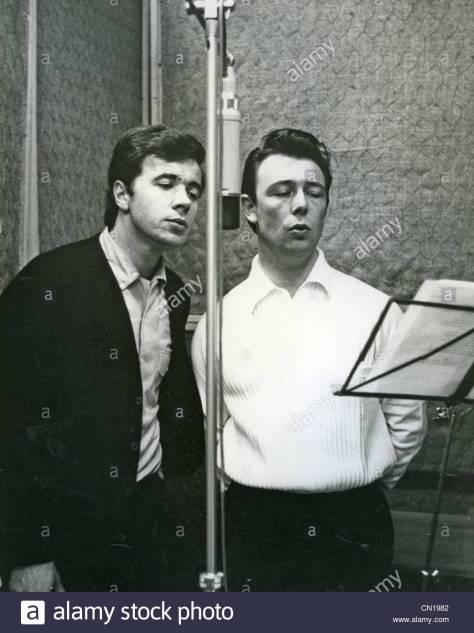 Barry Mason (trái) và Les Reed năm 1965.