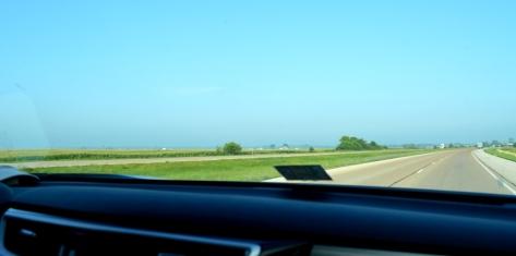 Cánh đồng bắp bên trái I-70 W.