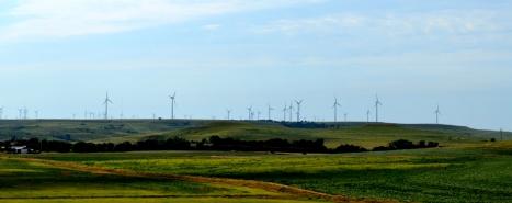 Cánh đồng quạt gió bên phải I-70 W, bang Kansas.