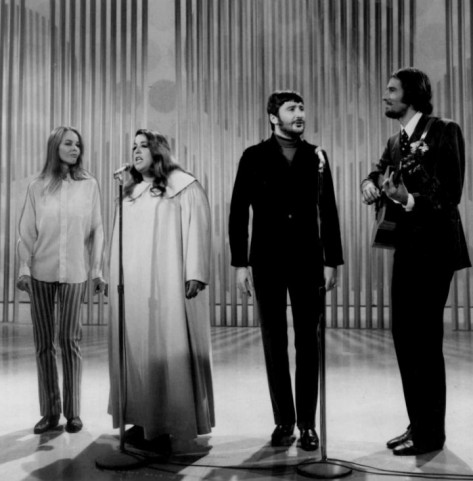 "Ban ""The Mamas and the Papas"" năm 1968: Michelle Phillips, Mama Cass Elliot, Denny Doherty, John Phillips."