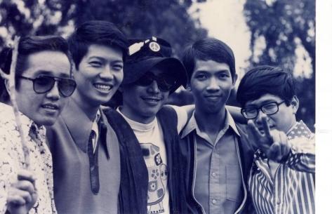 Ban nhạc Phượng Hoàng - Elvis Phương đứng bên trái.