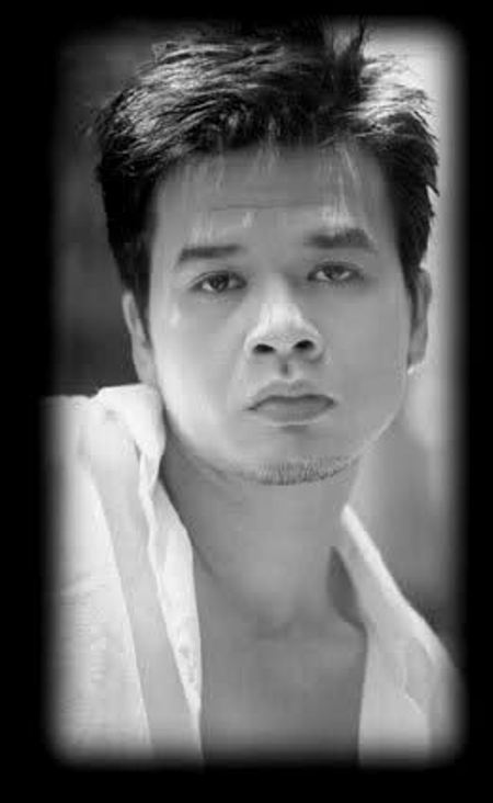 Ca sĩ Nguyên Khang.