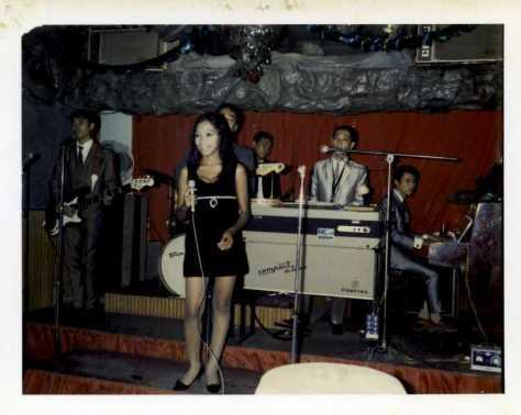 Pauline Ngọc năm 1972 tại vũ trường Olympia, Sài Gòn.