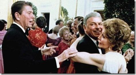 Tổng thống Ronald Reagan, Frank Sinatra và Nancy Reagan.