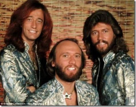 Robin, Maurice và Bary Gibb.