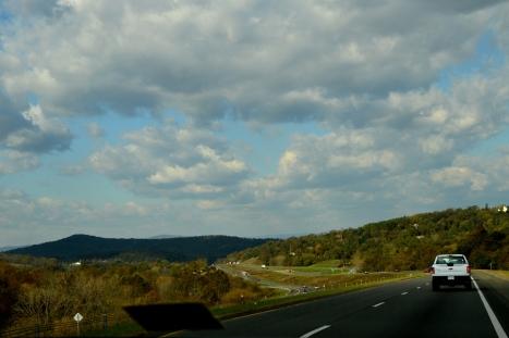 Đường đến thành phố Front Royal, VA.