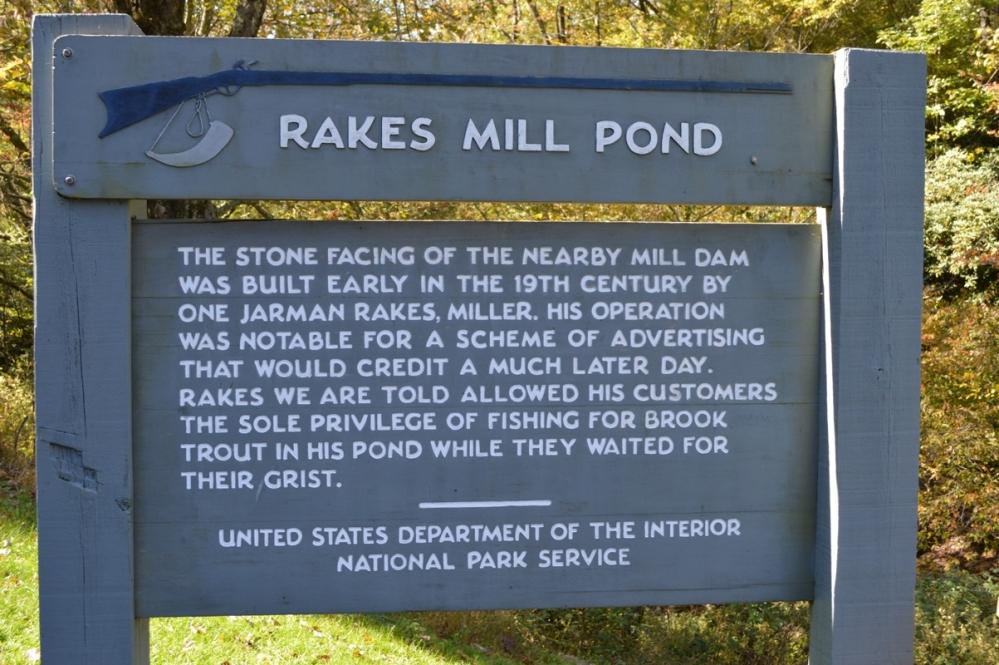 Di tích lịch sử Rakes Mill Pond.