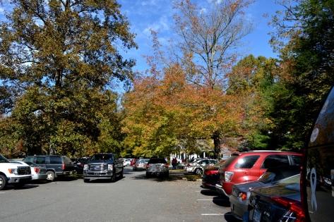 Bãi đậu xe cho du khách của Marby Mill.