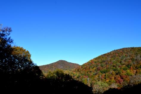 Trời xanh trong không một cọng mây.