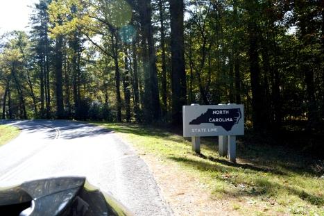 Đã đến ranh giới hai tiểu bang North Carolina (NC) và Virginia (VA).