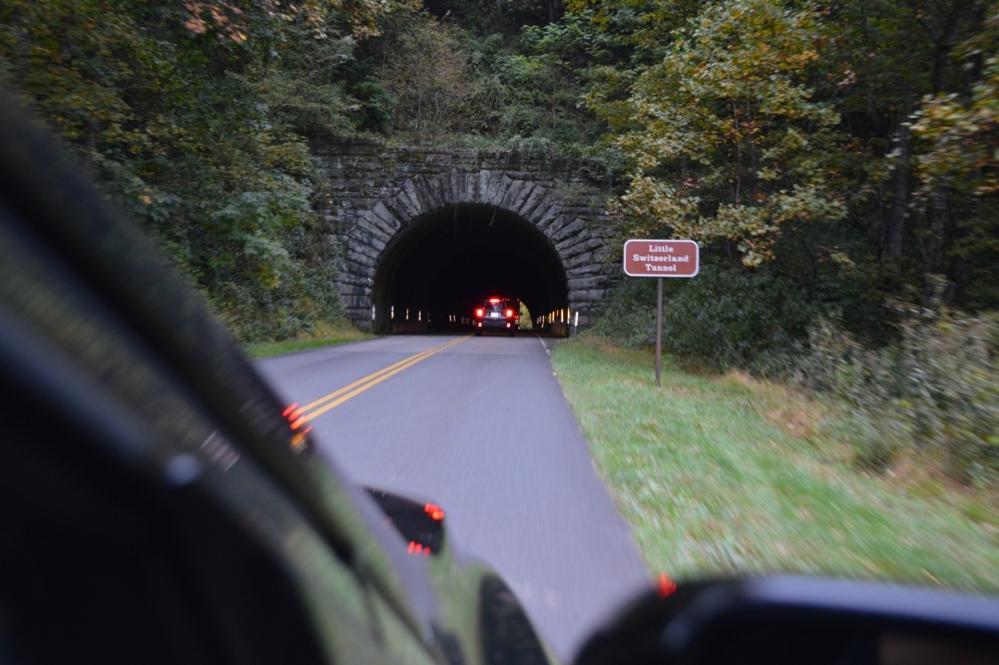 Chui qua thêm một đường hầm.