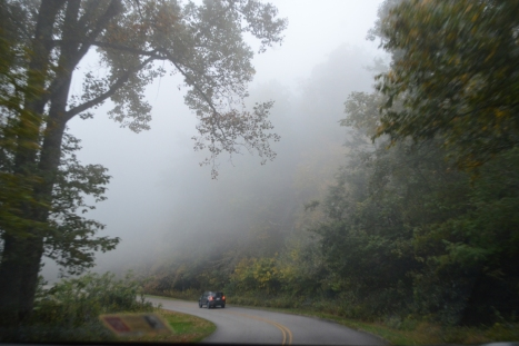 Ra khỏi đường hầm đôi thì lại đâm ngay vào đám mây này.