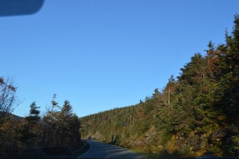 Vượt lên trên đám mây mù dưới kia thì trời trong xanh quang đãng như thế này.