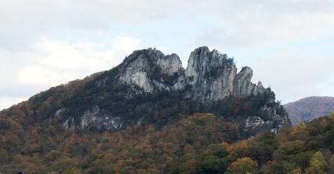 Seneca Rocks cận cảnh.