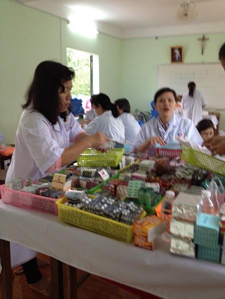 18. Phân loại thuốc để chuyển đến phòng phát thuốc