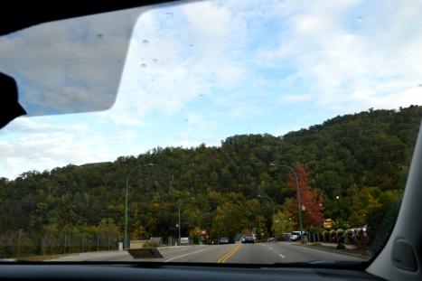 Gatlinburg đây rồi. Chào tạm biệt Great Smoky National Park.
