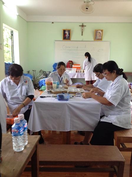 6. Y Bác sĩ trong phòng khám Nội