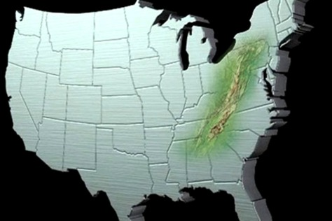 Bản đồ địa hình dãy Appalachian (màu xanh) chạy song song với bờ Đông nước Mỹ, bắt đầu từ cực Bắc là tiểu bang Maine xuống đến các tiểu bang Alabama và Mississippi ở cực Nam, tổng cộng dài khoảng 3.500 km.