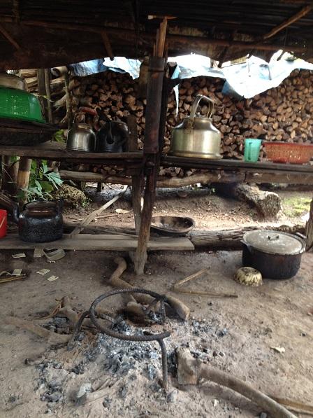 Gian bếp nhà bố Minh ở Sóc Bù Xiết – Bù Đăng.