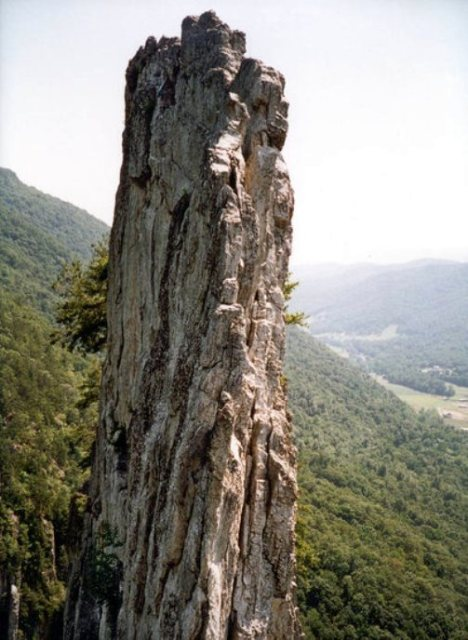 Seneca Rocks - nhìn ngang hông.