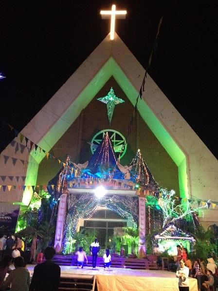 15_ Mặt trước của nhà thờ giáo xứ Bù Đăng mùa Giáng Sinh_2016