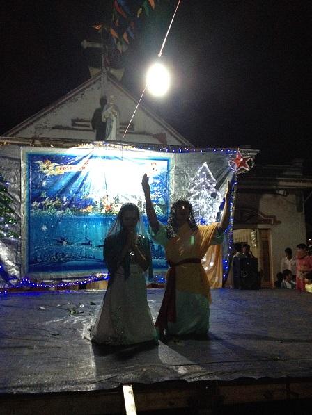 13_Toobia và Sara cầu nguyện