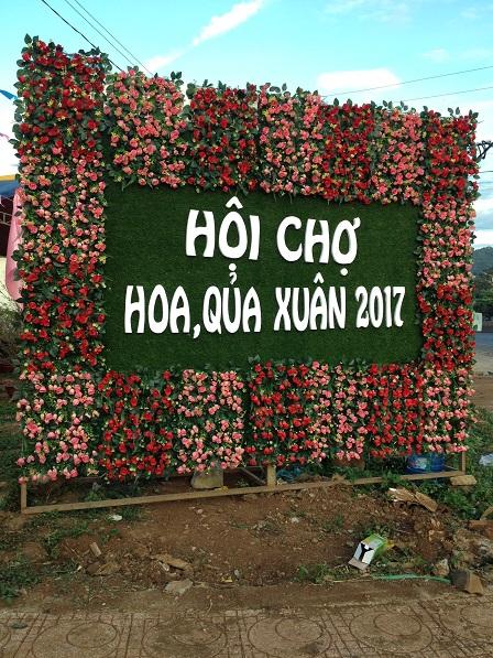 2_Pano quảng cáo Hội Chợ Hoa Quả năm 2017 được đặt bên phải cổng chính phía ngoài đường_ Bù Đăng