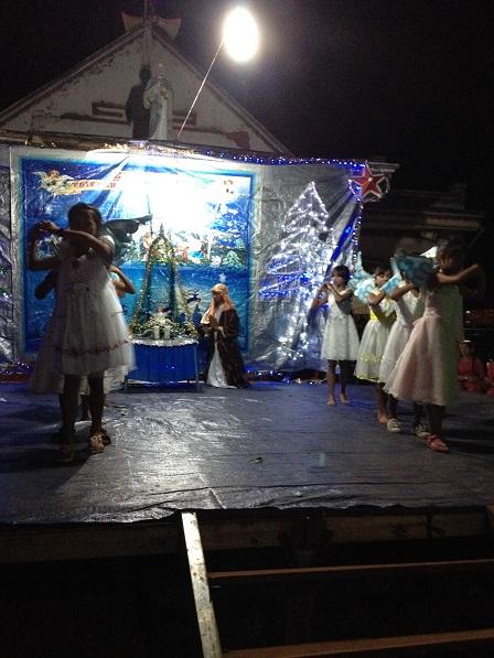 32_Chúa Giêsu Giáng Sinh Các em Thiếu nhi sóc Sơn Lang múa bài_Gloria (1)