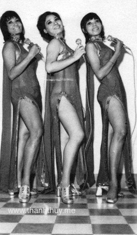 Ca sĩ Bộ ba Carol Kim, Xuân Trang, Pauline Ngọc đang trình diễn cho một Club Mỹ năm 1974.