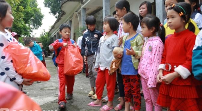 Hãy ít nhất một lần cho trẻ tham gia hoạt động thiện nguyện