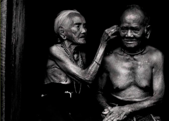 Ông ngoại muốn đi sau bà ngoại