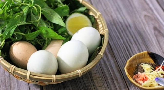 Trứng vịt lộn làm quà