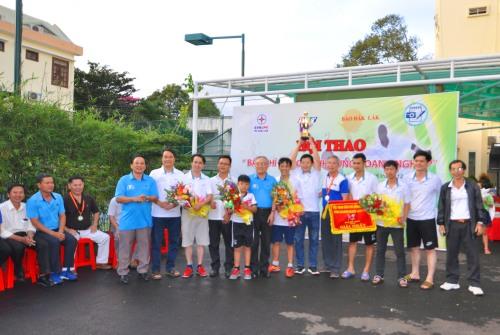 Nhóm vận động viên nhận giải nhất bóng đá
