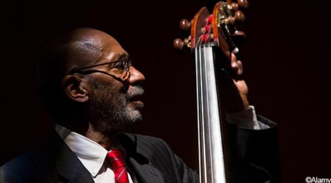 Nghệ sĩ đại hồ cầm nhạc jazz Ron Carter