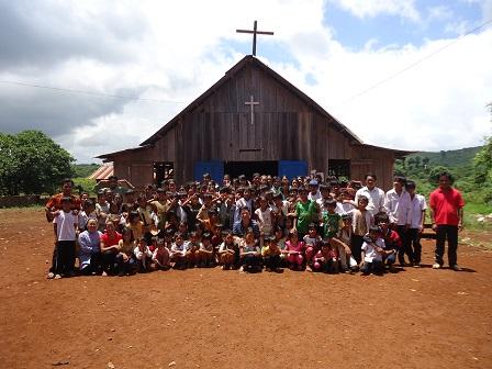 Trước nhà thờ giáo sóc Bụi Tre _ Bù Đăng
