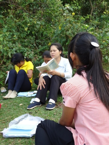 Thỉnh thoảng các em thiếu nhi được học giáo lý ngoài trời, được vừa học vừa chơi