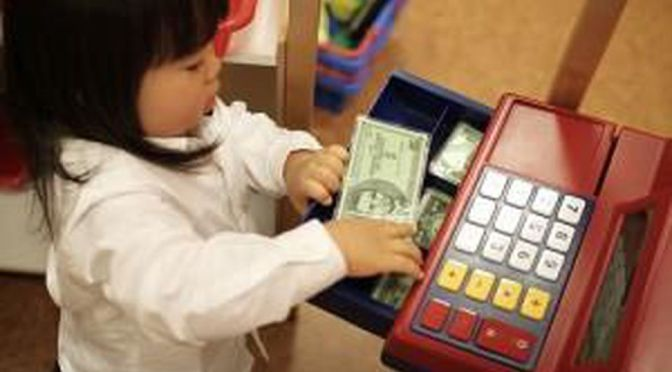Dạy trẻ em về tiền bạc và chi tiêu: những bài học quantrọng