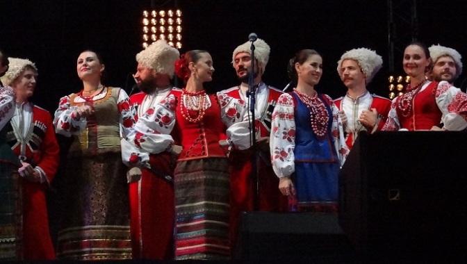 Ca vũ nhạc đoàn Kuban Cossack – dân vũ dân ca Cossack Nga