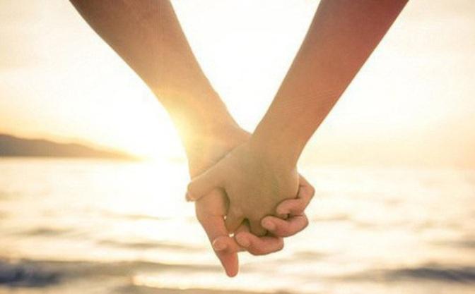 Nắm tay tình yêu