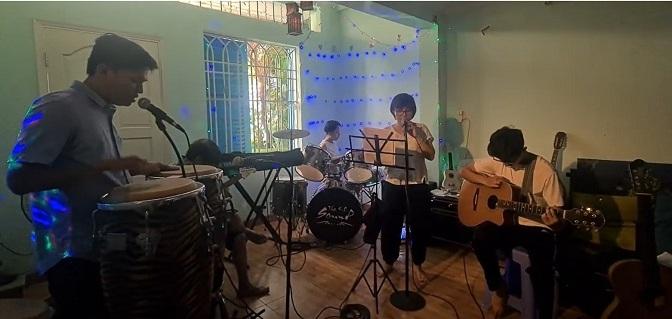 Ban nhạc ĐCN – The Rose, Một mình