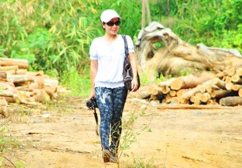 TN3_ Đồng nghiệp chụp HTN trên đường điều tra vụ phá rừng dự án Lách Ló